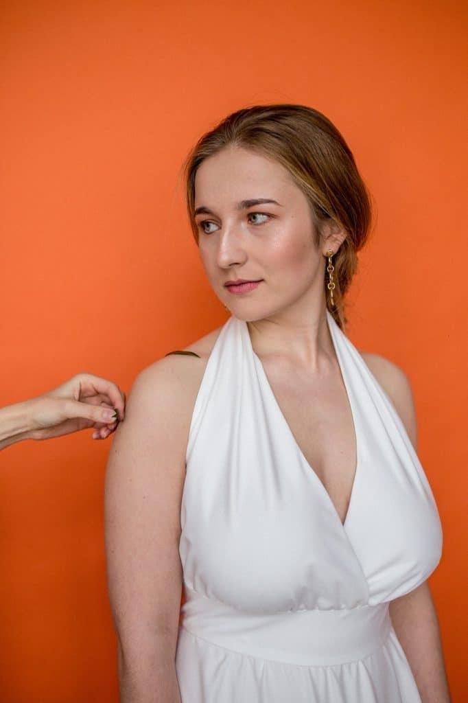 suknia ślubna dekolt v