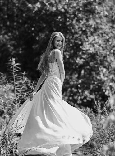zwiewna sukienka ślubna idealna do tańczenia